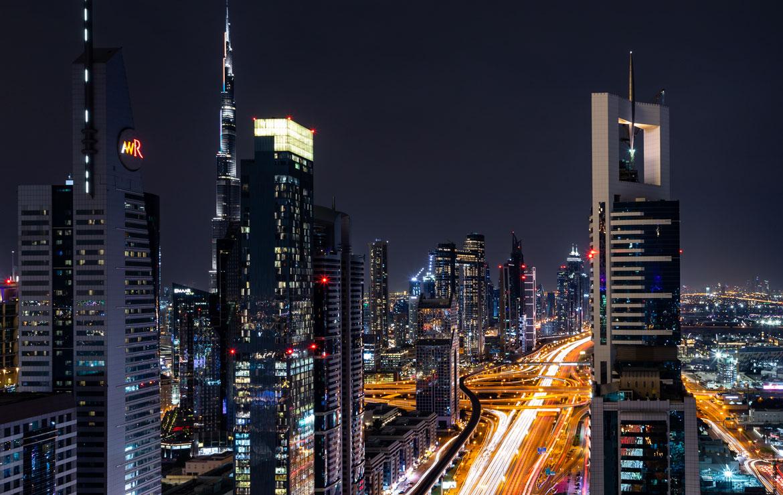 nachtfoto van skyline dubai